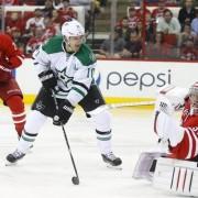 НХЛ. Битва Каролины с Далласом, триумфы Торонто, Чикаго и Айлендерс