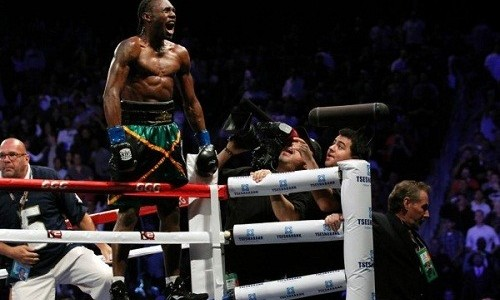 Бокс: объявлено о переносе боя Ломаченко – Уолтерс